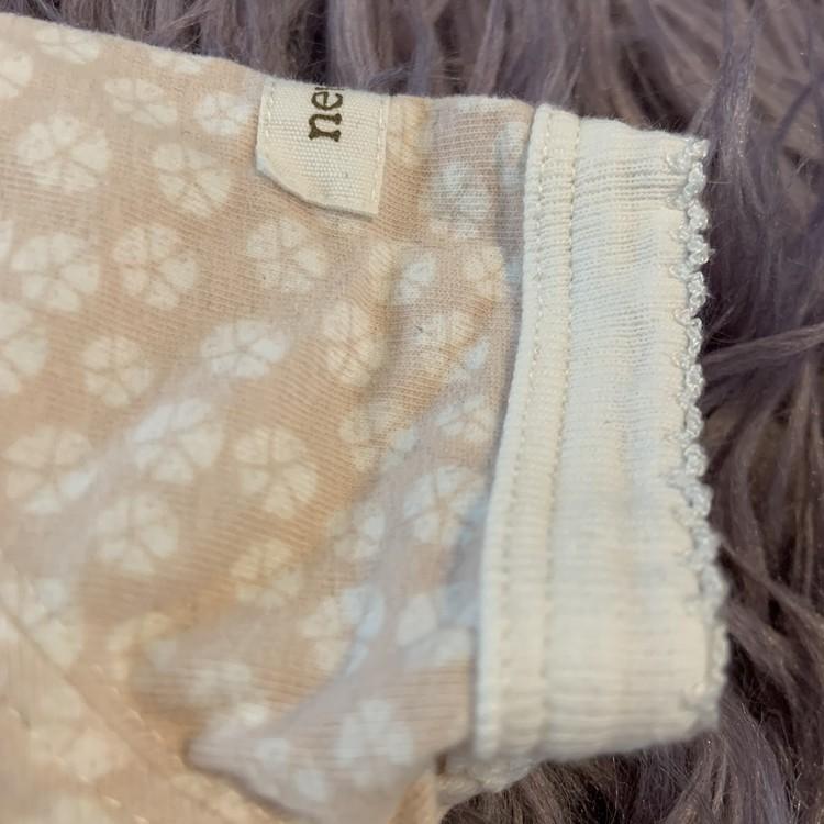 Ljusrosa kortärmad och kortbent pyjamas med vitt blommönster från Newbie stl 56
