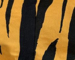 Tigermönstrad klänning i gult och svart från Mini Rodini stl 56-62