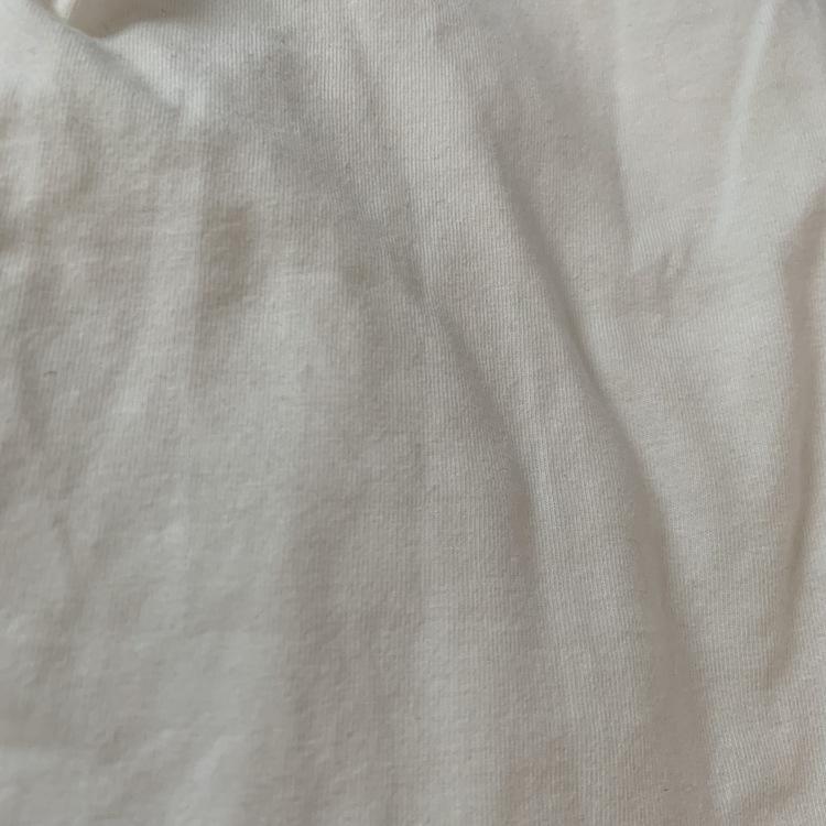 3 delat paket med en linnesbody i vitt, en linnesbody i ljusrosa och ett par volangleggings i ljusrosa från Newbie stl 56