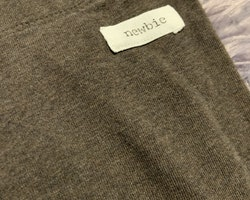 Bruna rosettleggings från Newbie stl 68