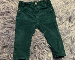 Smaragdgröna manchesterbyxor från Lindex stl 68