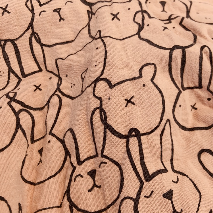 Grårosa klänning med mörkgrått kaninmönster från Åhléns stl 62/68