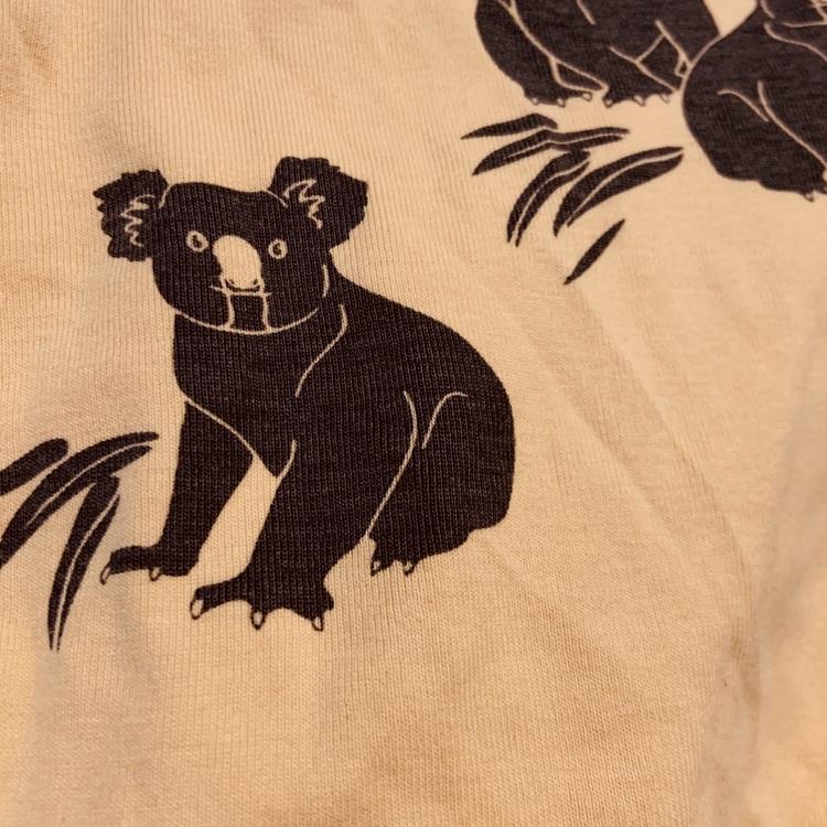 Gul body med mörkgrå koalor från Kaxs stl 68