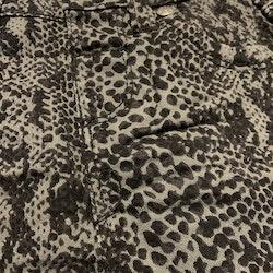 Svart och grå ormskinns mönstrad kjol från CJD stl 68