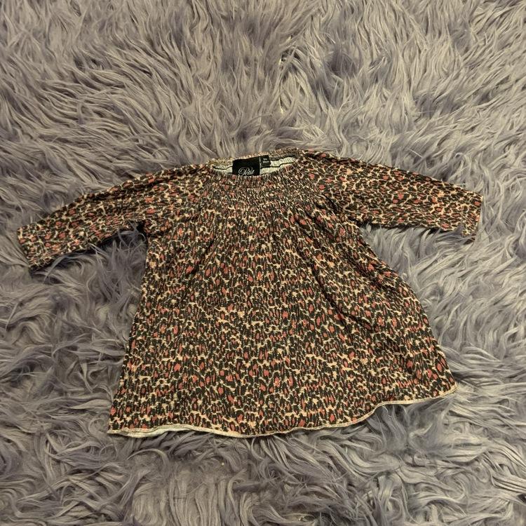 Ljusrosa tunika / klänning med svarta och rosa leopardfläckar från Petit Sofie Schnoor stl 68