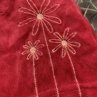 Rosa hängselklänning med broderade blommor från Petter & Kajsa stl 68