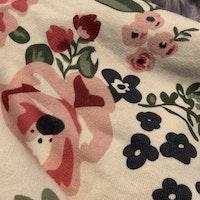 Cremefärgad kortärmad klänning med blommönster i olika rosa och gröna nyanser från HM stl 68