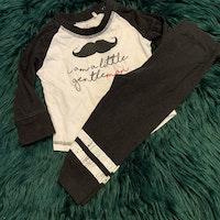 Svart och vitt set med mustasch- och texttryck från Ica Eco stl 74
