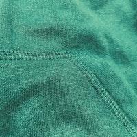 Grön collegetröja med dragkedja, fickor, huva och en liten broderad enhörning från NeXT stl 74