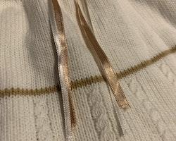 Handvirkat underbart vitt och champagnefärgat set stl 68