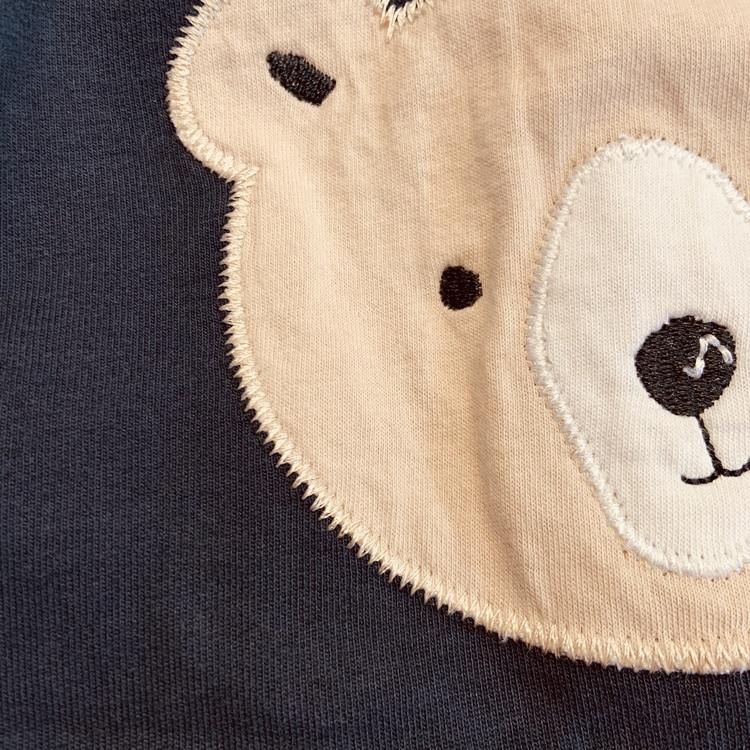 Mörkblå byxor med björnapplikation på rumpan från Newbie stl 56