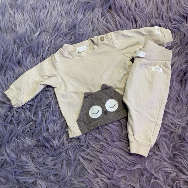 Beige brunt set med tröja och byxa med uggleapplikationer från Newbie stl 56