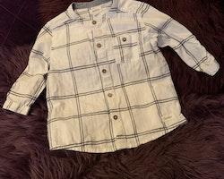 Vit skjorta med mörkblått rutmönster från Newbie stl 80