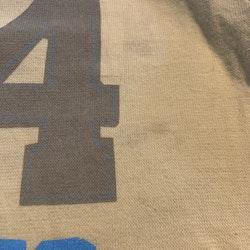 Gult linne med bruna och vita detaljer och flerfärgat tryck från D&J stl 90