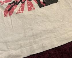 Vit topp med rosa och svart tryck från Kappahl stl 98/104
