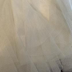 Vit festklänning med tyllkjol och paljetter från Kappahl stl 62