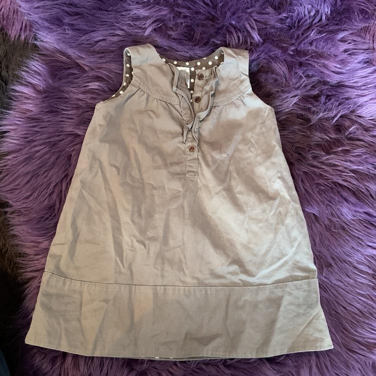 Brun ärmlös klänning med volanger från Zara stl 80