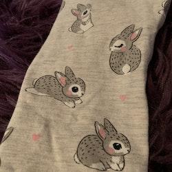 Ljusgrå leggings med gulligt kanintryck från HM stl 80