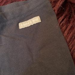 Mörkblå leggings i 3/4 längd från PoP stl 80