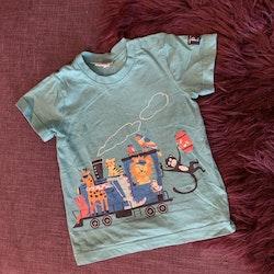 Turkos t-shirt med färgglatt djurtryck från PoP stl 86