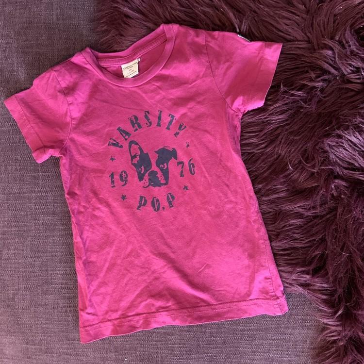 Rosalila t-shirt med svart text- och hundtryck från PoP stl 98