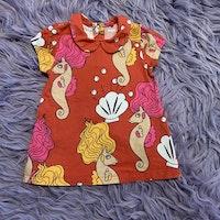Set med klänning och leggings i rött med flerfärgade sjöhästar och bubblor från Mini Rodini stl 56-62