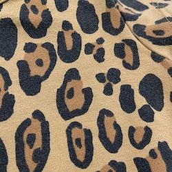 Mörkgul kortärmad klänning med ljusbruna och svarta leopardfläckar från Mini Rodini stl 56-62
