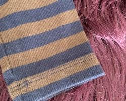 Brun och mörkblå randig polotröja från Mini Rodini stl 104-110