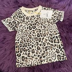 Beige t-shirt med leopardfläckar från Gina Tricot Mini stl 62/68