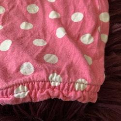 Rosa romper med vita prickar och blomformade knappar från Kappahl stl 68
