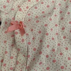 Vit kortärmad omlottbody med rosa prickar och rosett från HM stl 50