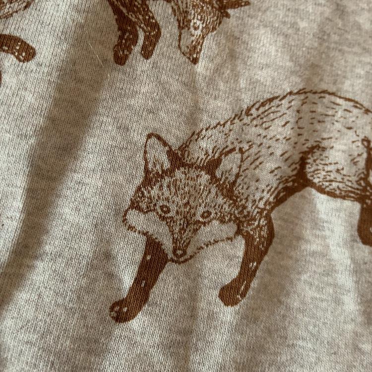 Ljusgrå melerad body med bruna rävar från Newbie stl 74
