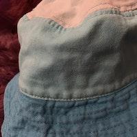 Solhatt i tre blå nyanser från Lindex stl 50/52