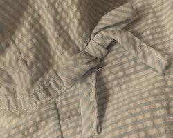 Vit solhatt med ljusblå ränder och rosett från HM stl 92-104