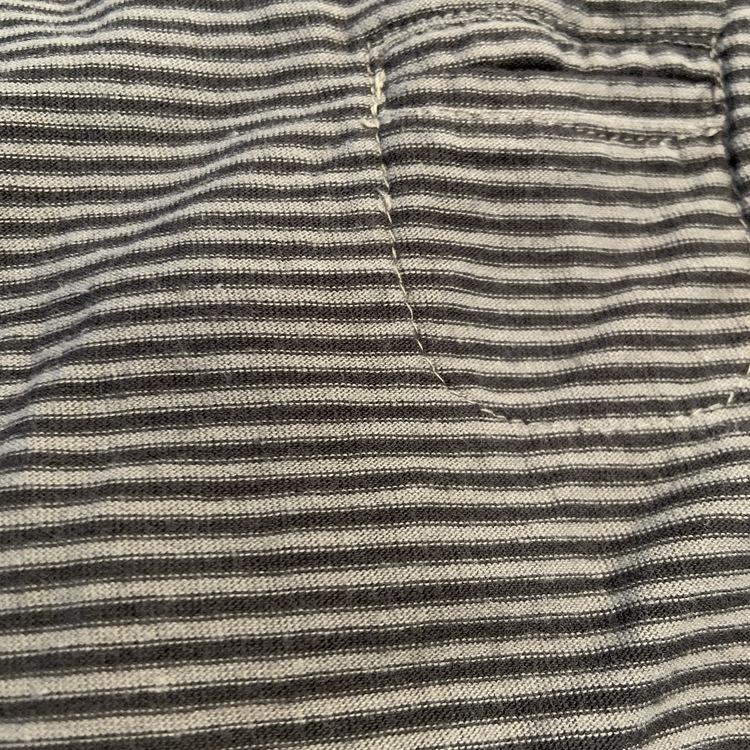 Grå och mörkgrå randig body med bröstficka från Newbie stl 62