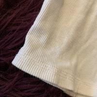 Vit tröja med farfarsknäppning och detaljer i ljusblå denim från HM stl 80