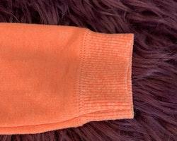 Neon orangemelerad collegetröja med huva, dragkedja, fickor och en hajapplikation från Carter's stl 12 mån