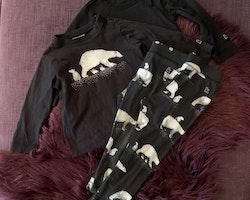 4 delat paket med en body, en tröja och två par leggings i svart och vitt med isbjörnar från Kaxs stl 80-86