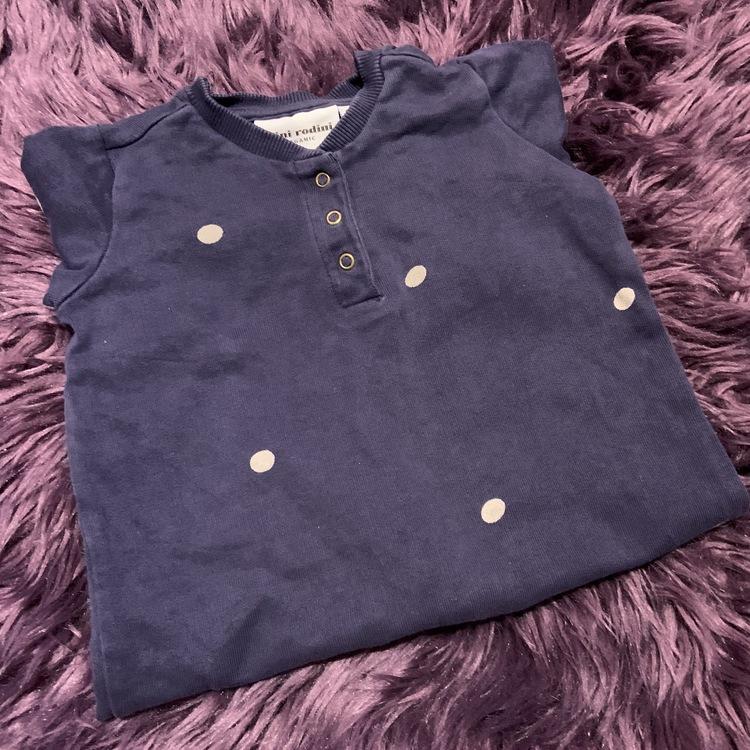 Mörkblå jumpsuit med vita prickar från Mini Rodini stl 56/62