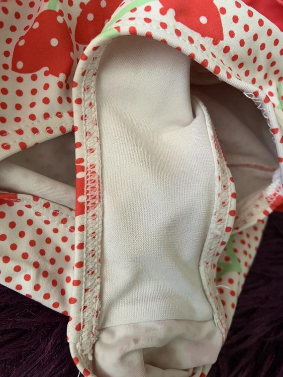 Rosa, vit och grön baddräkt med blommotiv, volang och rosett från Girl2girl stl 122