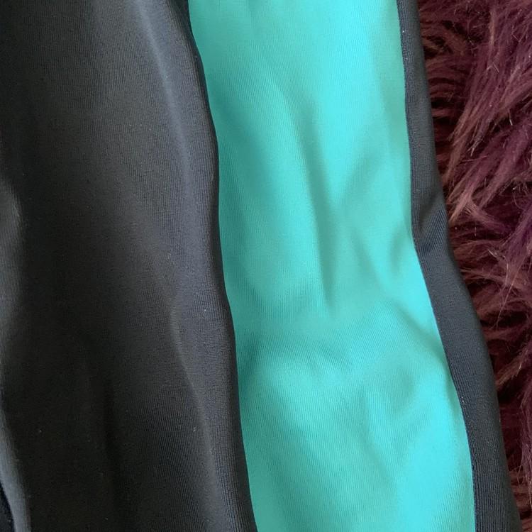 Mörkblå och blå uvdräkt från Kappahl stl 86/92