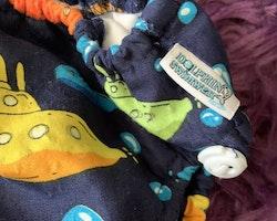 Mörkblå badblöja med färgglada utbåtar från Dolphin swimwear stl XL/12-15 kg