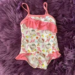 Sötaste lilla färgglada baddräkten med Hello Kitty från Sanrio stl 6 mån