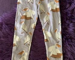 Ljust gråblålila leggings med pelikaner från Mini Rodini stl 116/122