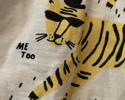 Vit t-shirt med gult och svart tigertryck från Lindex stl 110/116