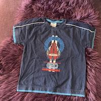Mörkblå t-shirt med surfing tryck från Ciraf stl 110