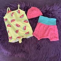 3 delat paket med tema vattenmelon bestående av romper, shorts och mössa från HM stl 50