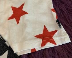 Tre delat set bestående av denimskjorta, vitt linne med röda stjärnor och svarta leggings med vita stjärnor stl 62/68-68