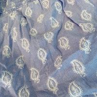 Ljusblå jumpsuit med vitt paisleymönster från Lindex stl 68