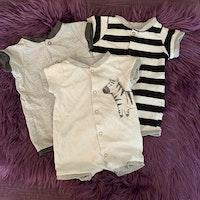 3 delat paket med kortärmade, kortbenta pyjamaser i vitt, grått och svart från HM stl 50